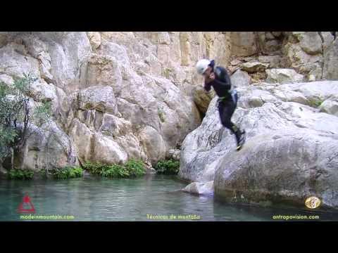 salto en el descenso de barrancos.